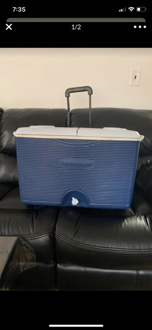 Rubbermaid cooler for Sale in Queens, NY