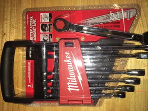 Milwaukee 7 peice ratcheting metric combination wrench set with holder for Sale in Chino Hills, CA