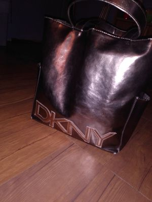 DKNY HAND BAG LIKE NEW for Sale in Lebanon, PA