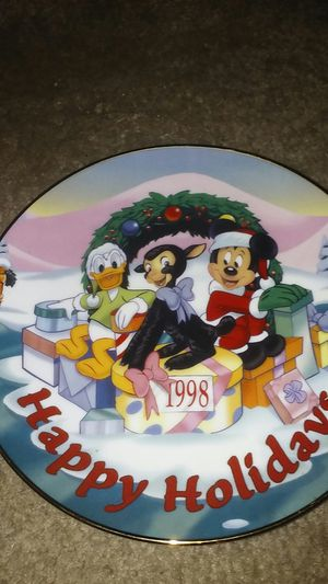 Disney Happy Holidays Plate 1998 for Sale in Orlando, FL