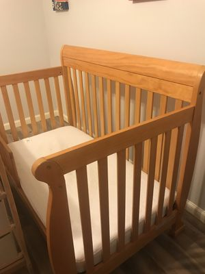 Baby/toddler bed and changing table for Sale in North Richland Hills, TX