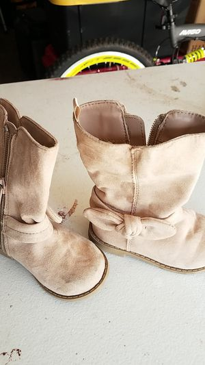 Girl boots size 5toddler for Sale in Hacienda Heights, CA