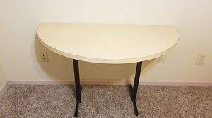 Cresent desk for Sale in Columbus, OH