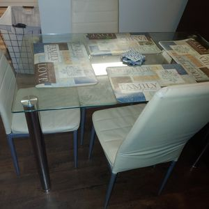 Table With 4 Chairs for Sale in Riverview, FL