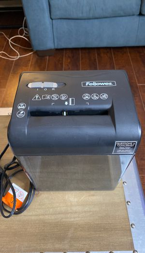 Small Paper Shredder (Fellowes Brand) for Sale in Los Angeles, CA