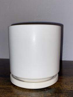 """White 4"""" Ceramic Pot With Saucer for Sale in Los Angeles,  CA"""