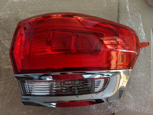 2014-2017 Jeep Grand Cherokee Tail Light Passenger Right for Sale in San Diego, CA