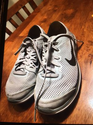 KID NIKE TENNIS SHOES SIZE 1 YOUTH for Sale in Lynnwood, WA