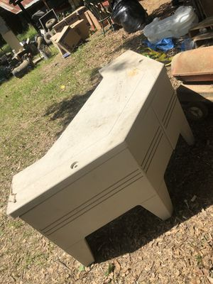 Plastic Computer table for Sale in Camden, AR