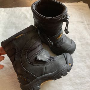 Keen Snow Boots Unisex Kids 8 for Sale in Fresno, CA