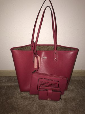 Coach Reservable tote bag with wristlet and wallet (Mom edition) for Sale in Platte City, MO