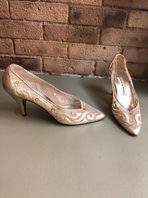ARLENE LA MARCA Gold embossed metallic cut out Pumps size 9 • Tribeca Manhattan for Sale in New York, NY