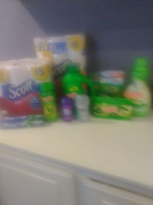Gain softsoap scott tissue shampoo conditioner alots of things for Sale in Victorville, CA