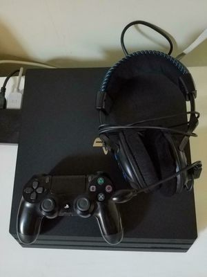 Ps4 Pro with turtle beach headphones and games for Sale in Ontario, CA