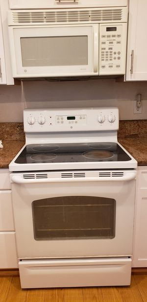 Ge stove and microwave set for Sale in Artesia, CA