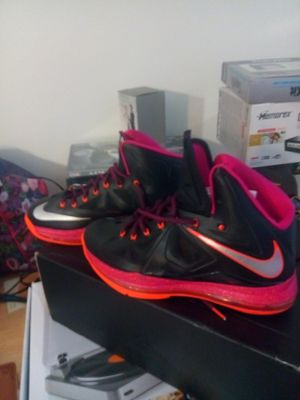 Nike shoe for Sale in Takoma Park, MD