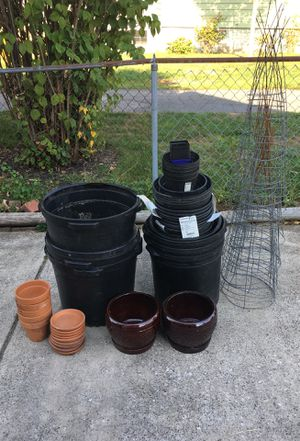Variety plant containers and tomato cages for Sale in Baltimore, MD