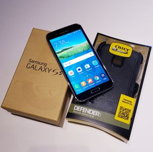 Samsung Galaxy S5 - Unlocked - w/Otterbox Defender Series Case for Sale in Crofton, MD
