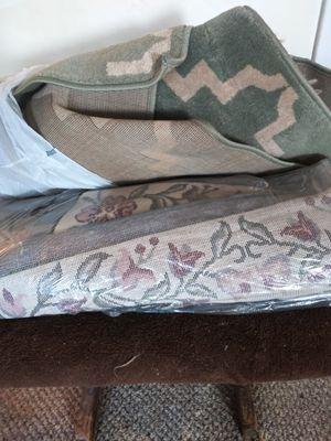3 alfombras de 5 por 7 una verde una carmel oh ta y guaraviada. 120 for Sale in Miami, FL