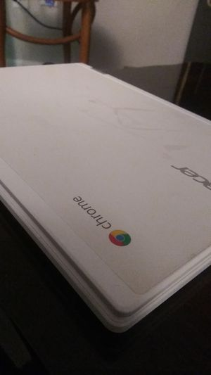 "HP - 14"" Chromebook - Intel Celeron - 4GB Memory - 32 HP CHROME ACER Finish In Snow White With A Brushed Pattern (87) for Sale in St. Louis, MO"