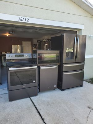 Whirlpool appliance set.. black stainless for Sale in Tampa, FL