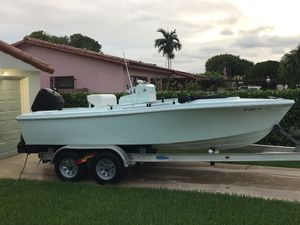 Boat 20 ft Well craft. Center Console 1985 Motor. Mercury 2001 . 125 hp for Sale in Miami, FL