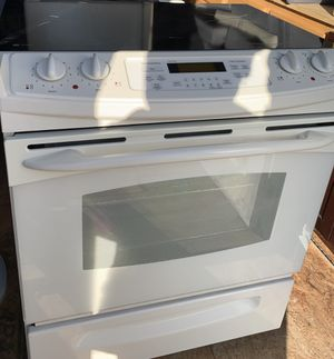GE 4.4 cu. ft. Drop-In Electric Range with Self-Cleaning Oven in White for Sale in Silver Spring, MD