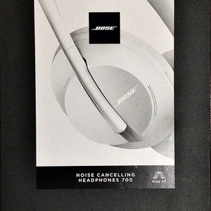 BOSE NOISE CANCELLING HEADPHONES 700 WITH ALEXA VOICE CONTROL SILVER for Sale in La Puente, CA