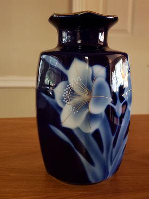 Beautiful blue vase for Sale in Atlanta, GA