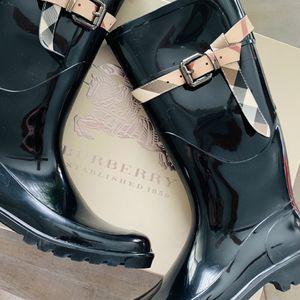Burberry Rain Boots for Sale in Macomb, MI