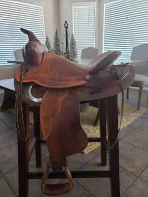Genuine Leather Horse Saddle (Cowboy Style) for Sale in Gilbert, AZ