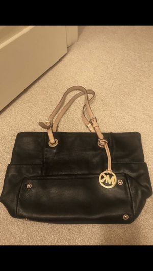 Michael Kors tote (authentic) for Sale in Seattle, WA