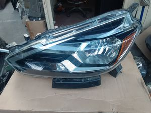 Nissan Sentra left headlight 2016-2018 for Sale in Wilmington, CA