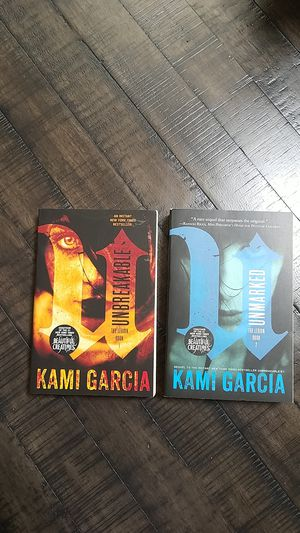 Kami Garcia books- Free for Sale in Houston, TX