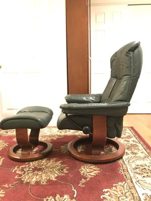 BEAUTIFUL GREEN EKORNES STRESSLESS RECLINER for Sale in Cambridge, MA