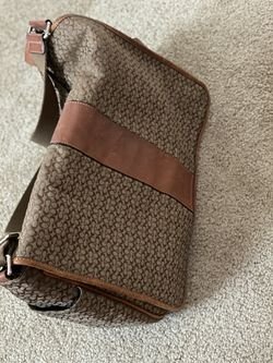 Authentic Coach messenger bag for Sale in Belle Vernon,  PA