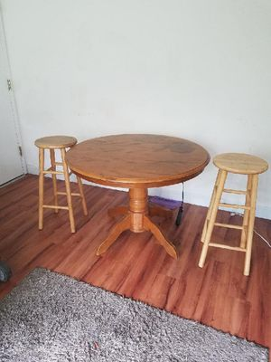 Round wooden table (brown) w/2 stools for Sale in Washington, DC