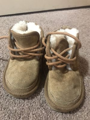 6/7c baby uggs for Sale in Lawndale, CA