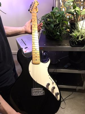 New Line 6 Variax Electric Guitar with case! for Sale in Seattle, WA