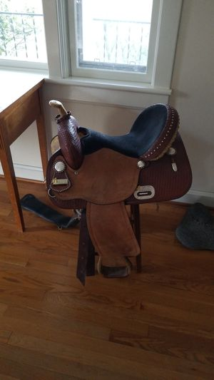 Saddle, tex tan barrel for Sale in Free Union, VA