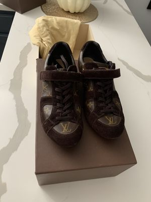 Louis Vuitton Sneakers LV for Sale in Bell Gardens, CA