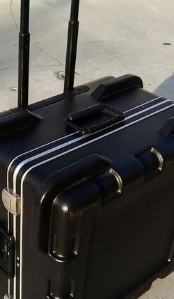 SKB High-End Audio Equipment Case - On Rollers - Combonation Lock & Key Locks - SKB brand for Sale in Burbank,  CA