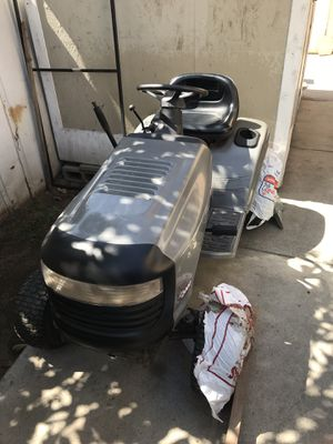 CraftMan LT 2000 Tractor/Lawn Mower for Sale in Phillips Ranch, CA