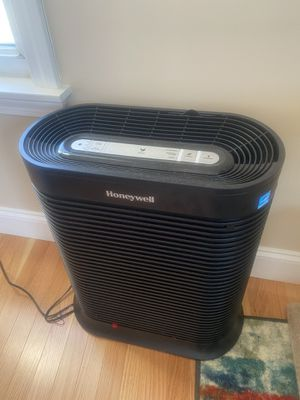 Honeywell air purifier. HEPA for Sale in Andover, MA
