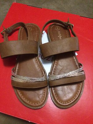 sandals size 5 for Sale in Manteca, CA