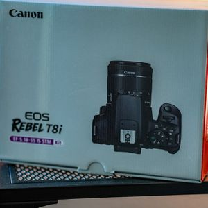 Canon EOS Rebel T8i Kit + Extra Battery + Lens Hood for Sale in San Jose, CA