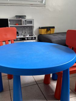 Kids Table And Chair for Sale in Miami Gardens,  FL