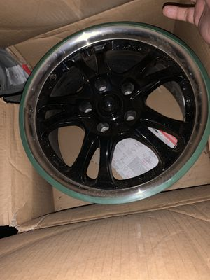 17inch rims with chrome lip still in box for Sale in Brooklyn, NY