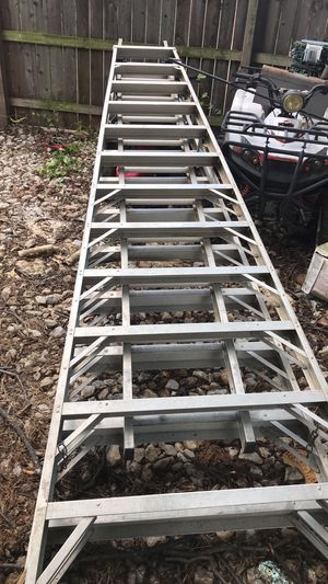 14 foot ladder 28 foot total for Sale in Irving, TX
