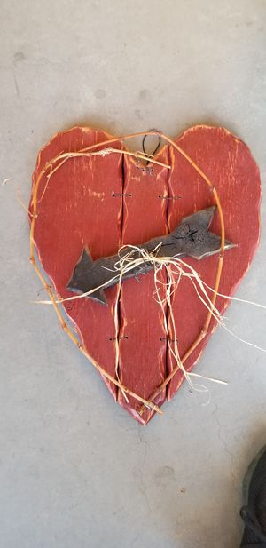 FREE Wood Heart Decoration. for Sale in Layton, UT